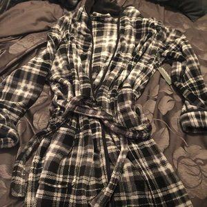 Covington Other - Men's  plaid robe brand new !